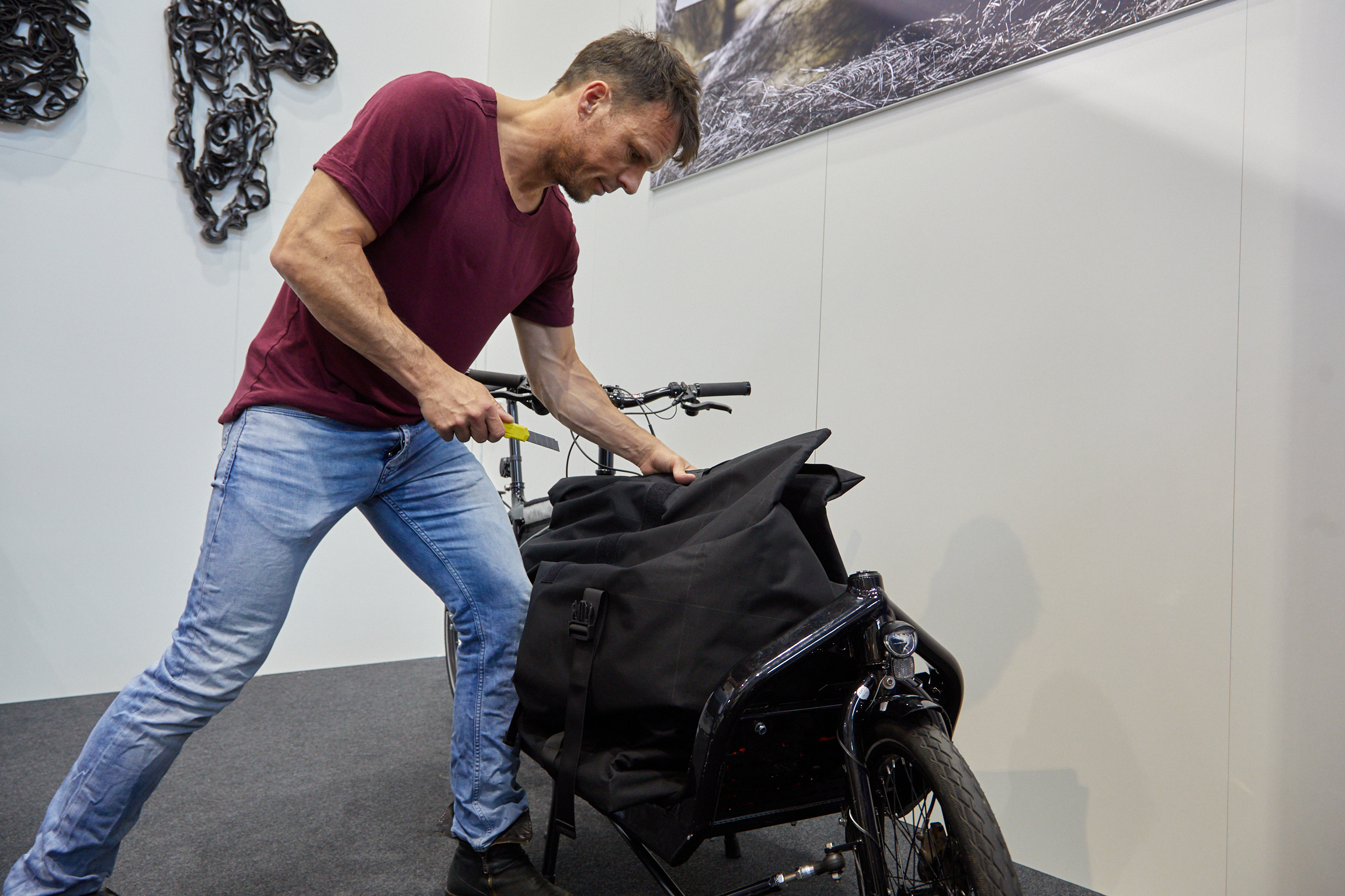 E-Cargo – Anti-Theft Transport Bags for the E-Bike Curiers